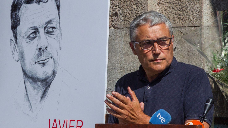 El ex coordinador general de IU en Asturias, y amigo personal de Javier Ardines, Manuel González Orviz, en un homenaje al edil asesinado (EFE)