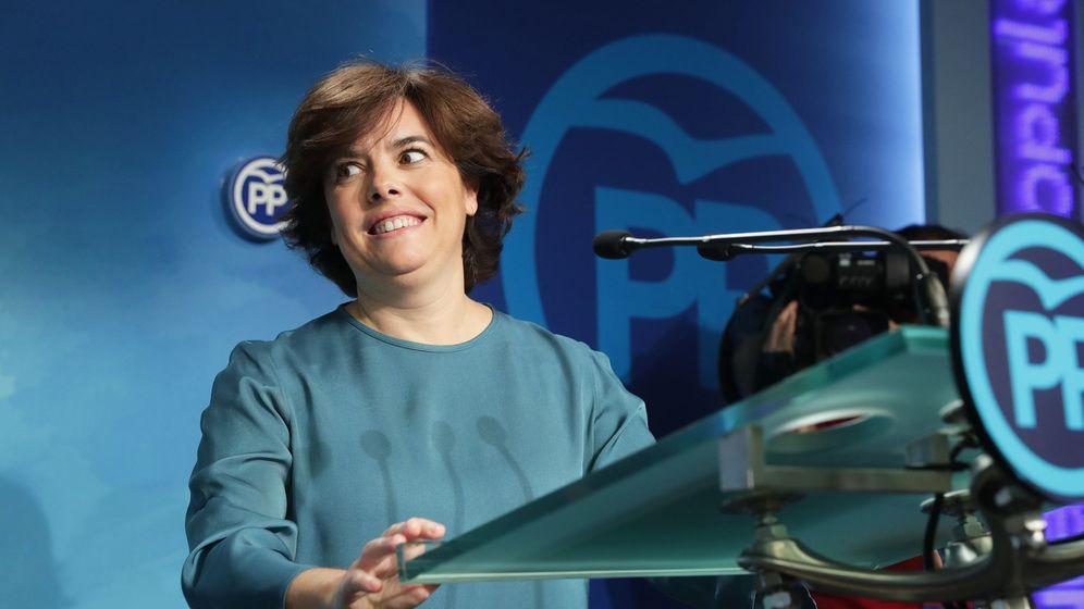 Foto: La exvicepresidenta del Gobierno Soraya Sáenz de Santamaría, durante la rueda de prensa en Génova. (EFE)