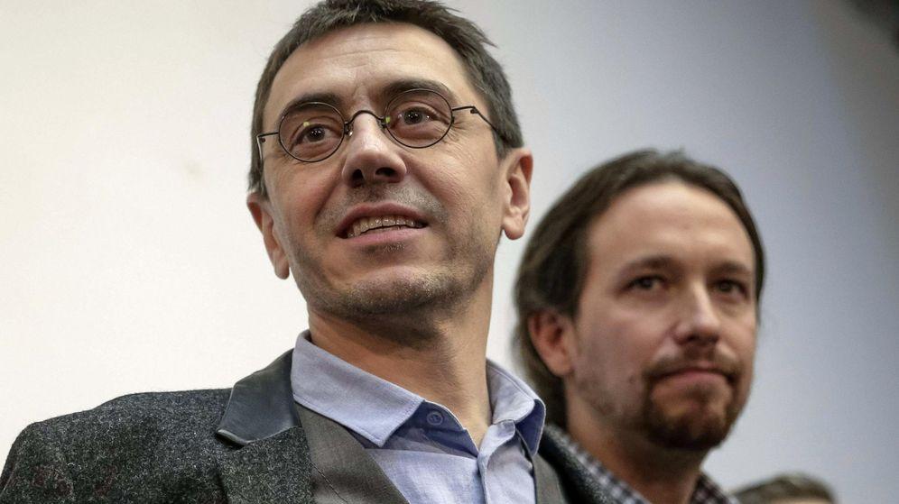Foto: El que fuera 'número 3' de Podemos, Juan Carlos Monedero, junto al secretario general del partido, Pablo Iglesias. (Efe)