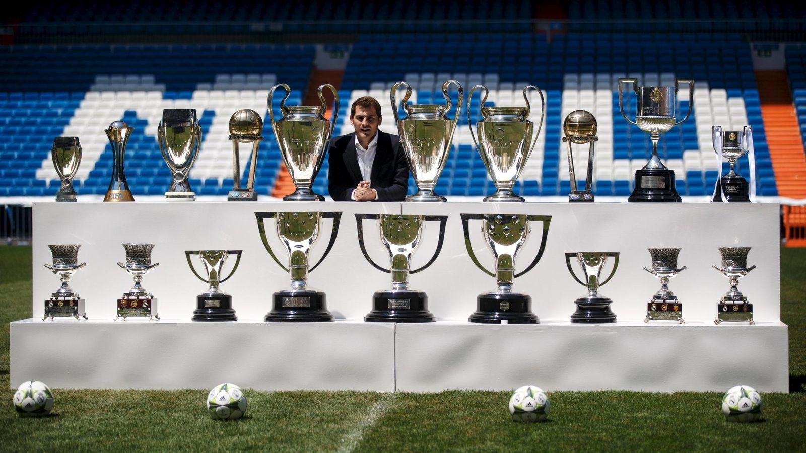 Foto: Casillas posó junto a los 19 títulos que ganó con el Real Madrid (Reuters)