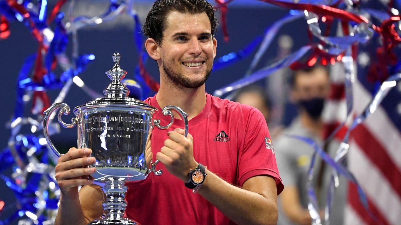 Dominic Thiem, con su trofeo. (EFE)