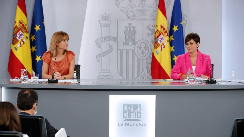 La ministra de Política Territorial y portavoz del Gobierno, Isabel Rodríguez (d), y la ministra de Educación y Formación Profesional, Pilar Alegría (i). (EFE)