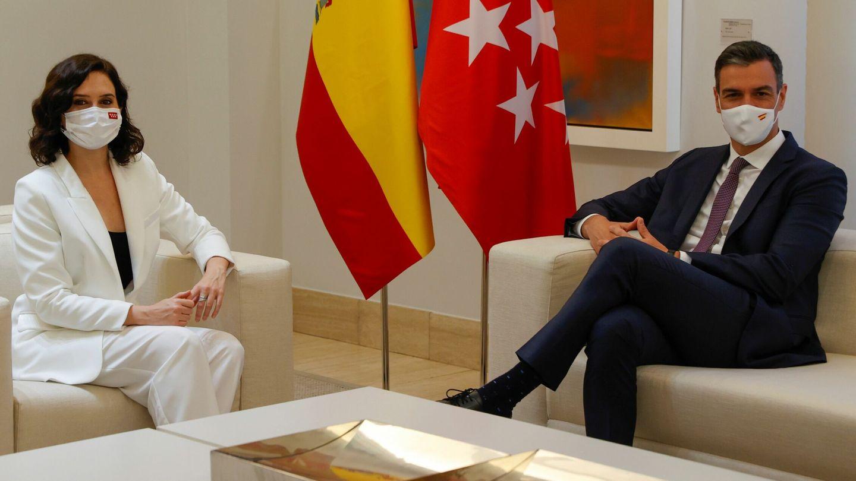 El presidente del Gobierno, Pedro Sánchez, e Isabel Díaz Ayuso. (EFE)