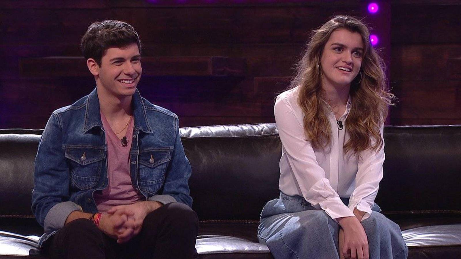 Foto: Alfred y Amaia en el programa especial de presentación del videoclip de 'Tu canción'. (RTVE)