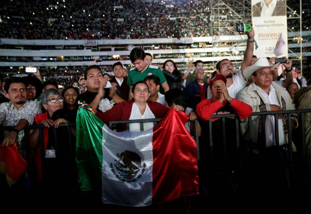 Foto: Votantes de Andrés Manuel López Obrador durante su mitin de cierre de campaña, en Ciudad de México. (Reuters)