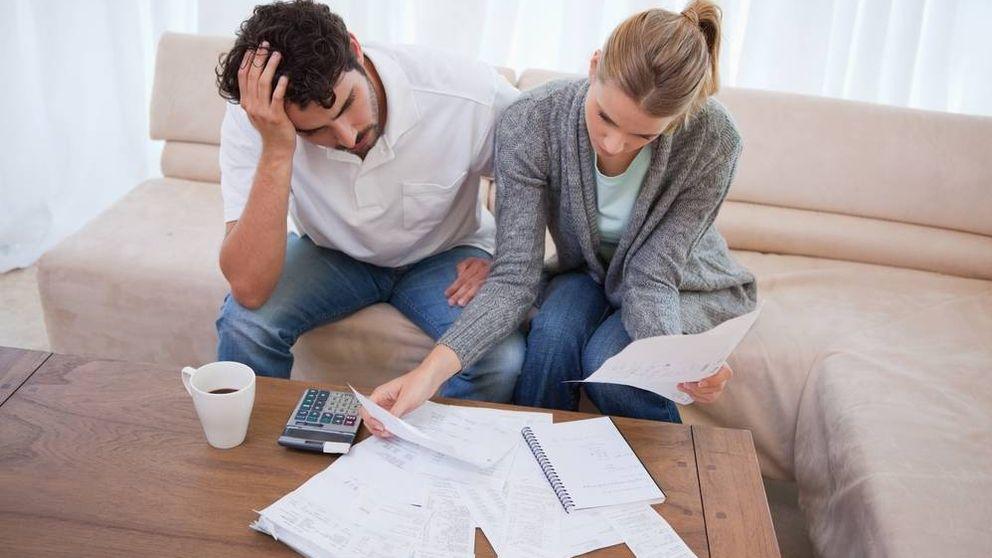 El desplome de los tipos de interés reales empuja a las familias a endeudarse