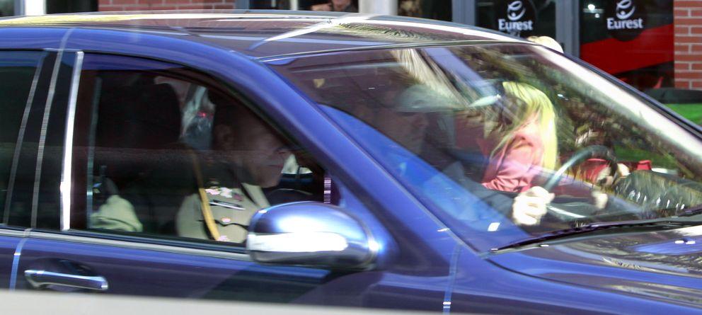 Foto: Isabel Sartorius saluda a los Príncipes de Asturias a la salida de ARCO (I.C.)