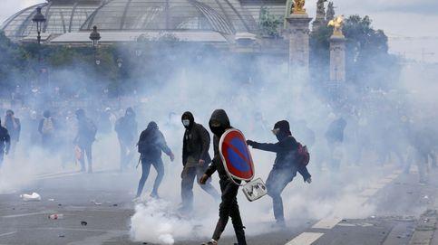 Cientos de encapuchados dejan 20 policías heridos en la protesta en París