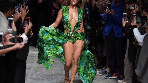 Bershka lanza la enésima versión del 'jungle dress' de JLo (esta vez corto)