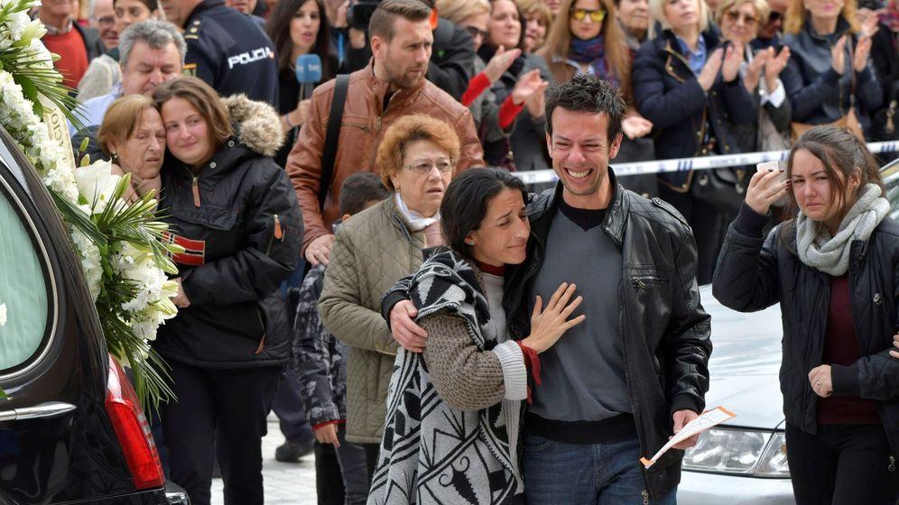 Foto: Los padres agradecieron públicamente el apoyo de la gente. (EFE)