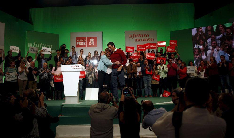 Foto: Susana Díaz y Pedro Sánchez, durante su último mitin de campaña juntos, el pasado 17 de diciembre en Torremolinos, Málaga. (Reuters)