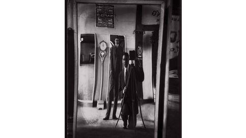 La cámara, el yo y el espejo: 15 autorretratos de fotógrafos históricos