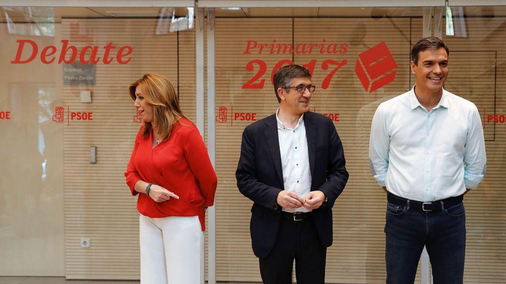 Foto: Los candidatos a la Secretaría General del PSOE, Susana Díaz (i), Patxi López (c) y Pedro Sánchez (d), en la sede del partido momentos antes del debate. (EFE)
