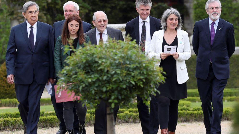Foto: El fin de ETA recibe el aval de un grupo de personalidades políticas internacionales en una conferencia en la localidad vascofrancesa de Cambo-les-Bains. (EFE)
