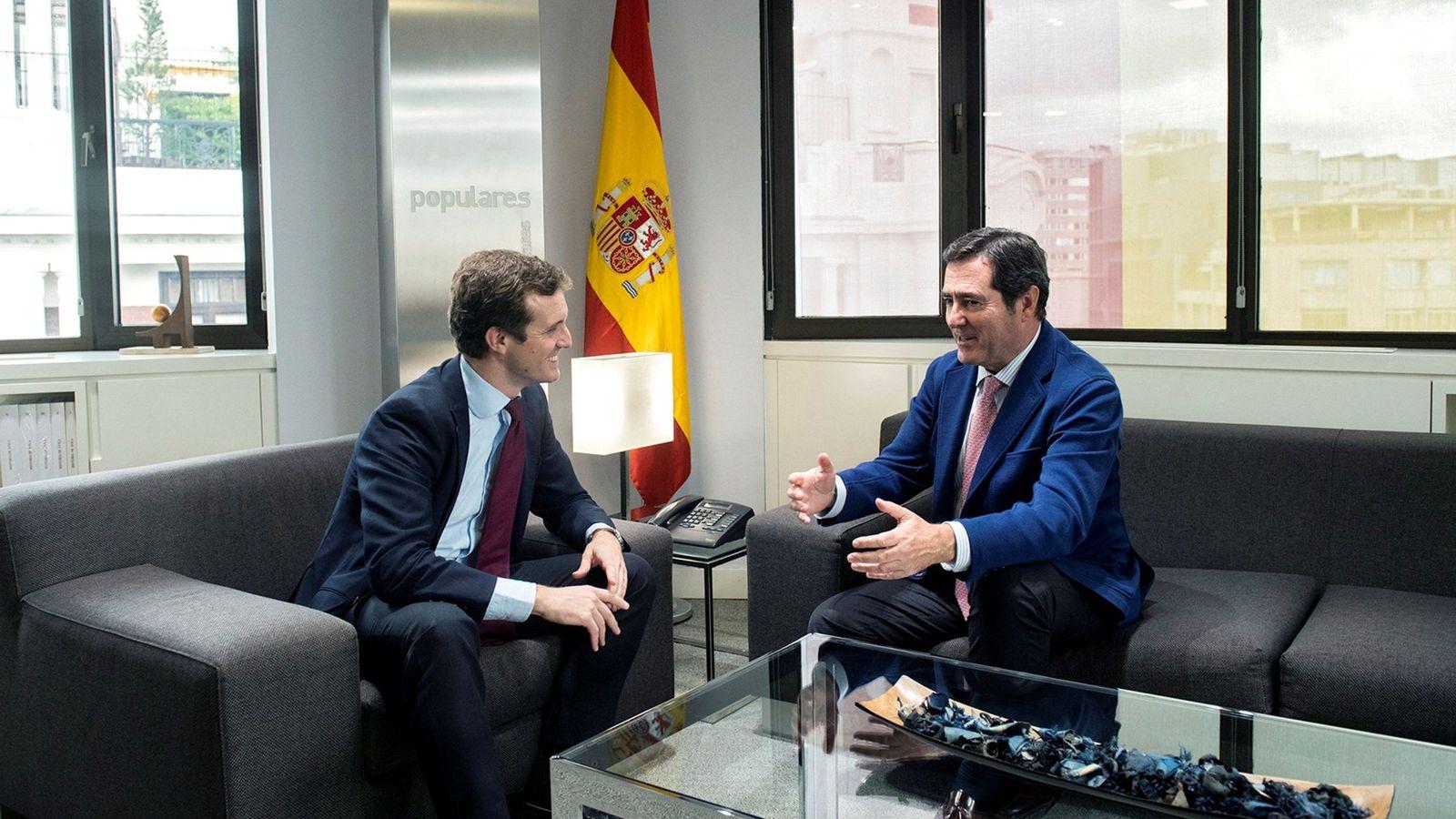 Foto: Reunión del presidente del PP, Pablo Casado, con Antonio Garamendi, el pasado octubre. (EFE)