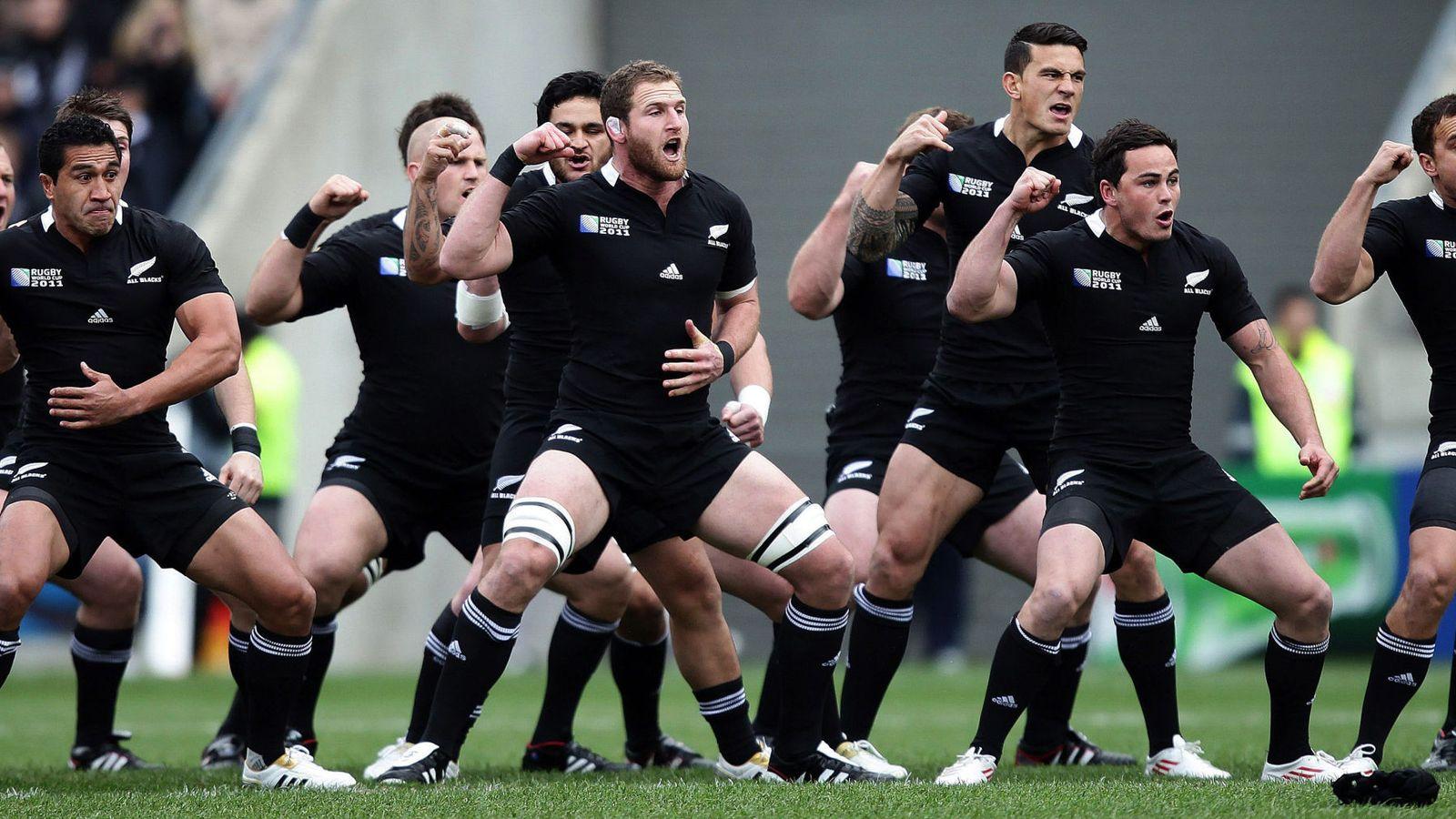Foto: Los All Blacks, interpretando una 'haka' (EFE)