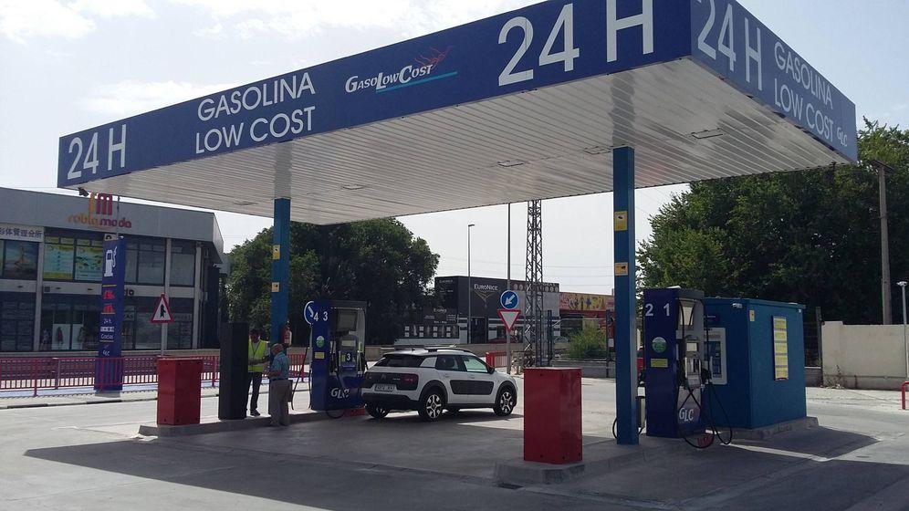 Foto: La gasolinera de César Martín en Fuenlabrada. (R. M.)