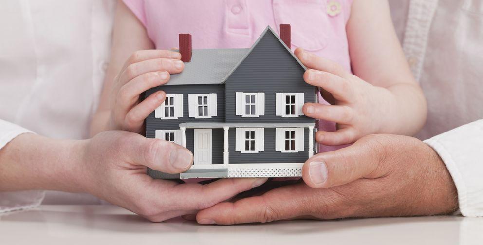 Foto: ¿Es mejor donar en vida una vivienda a los hijos o vendérsela?