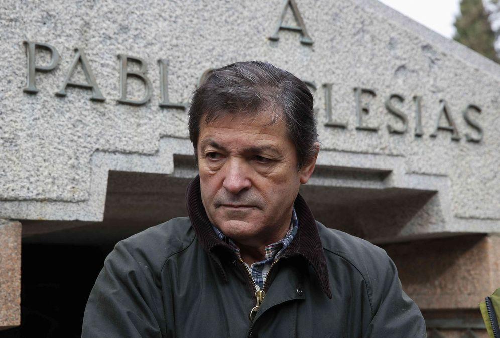 Foto: El presidente de Asturias y de la gestora del PSOE, Javier Fernández, el pasado 9 de diciembre en el homenaje a Pablo Iglesias a los 91 años de su fallecimiento. (EFE)