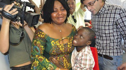 Adou, el niño de la maleta, se reencuentra con su madre