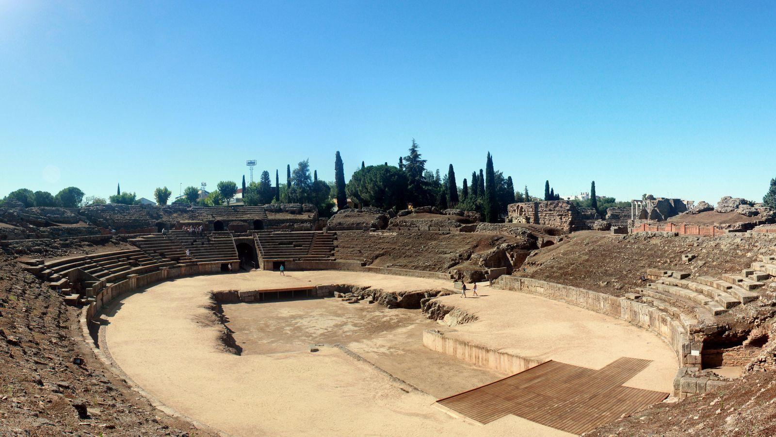 Foto: Vista panorámica del anfiteatro romano de Mérida (CC)