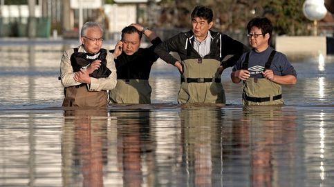 Japón planta cara al tifón Hagibis y la Dama de la Libertad toca las nubes: el día en fotos