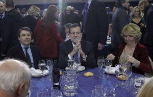Rajoy evita hablar de candidatos en la cena navideña del PP de Madrid