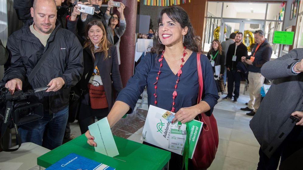 Foto: Teresa Rodríguez vota en Cádiz. (EFE)
