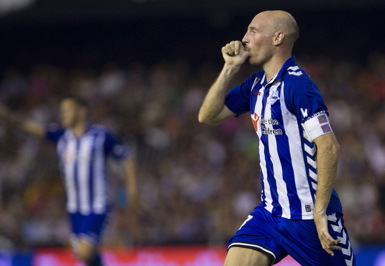 Foto: Toquero marcó su único gol de la temporada en Mestalla y como capitán (Miguel Ángel Polo/EFE).