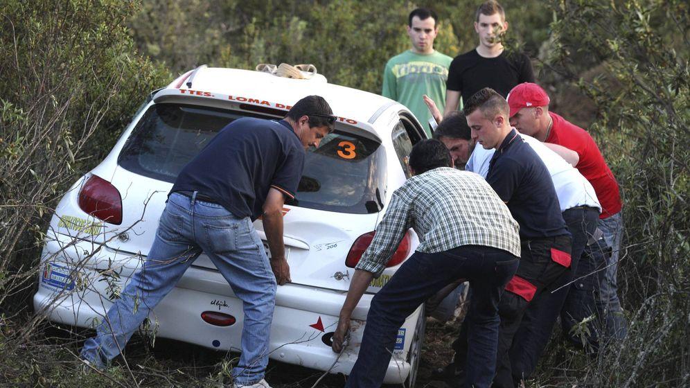 Foto: Imagen de archivo de un accidente en un rally en Córdoba en 2011. (EFE)
