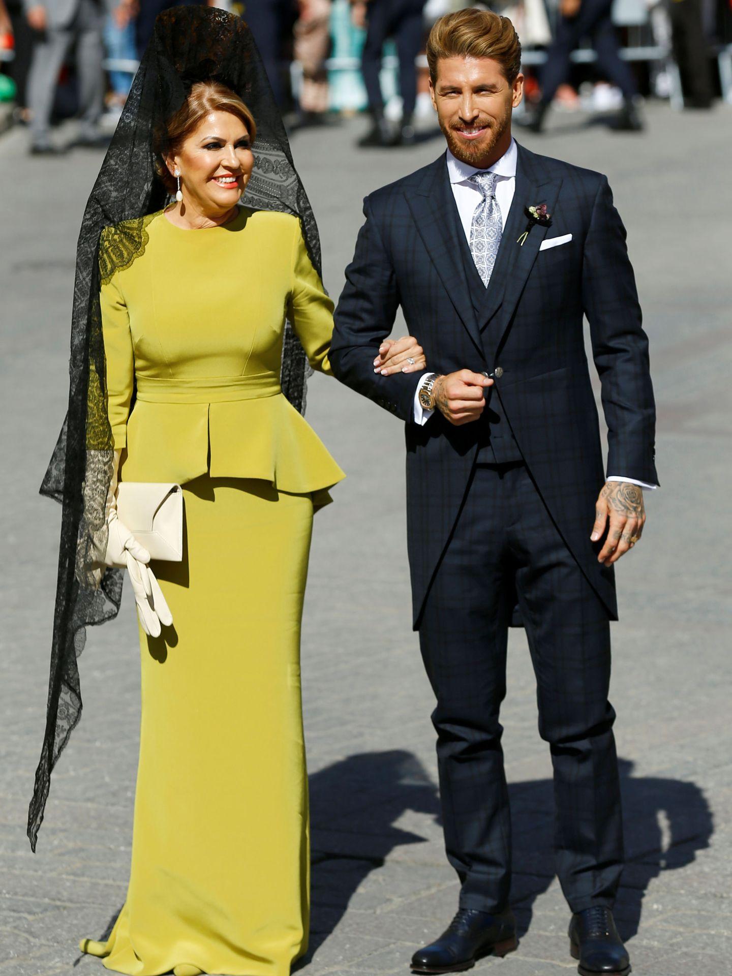 Sergio Ramos con su madre, Paqui García. (Reuters)