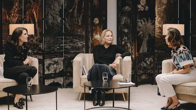 Encuentro literario Carlota Casiraghi y Lyna Khoudri. (Cortesía Chanel)