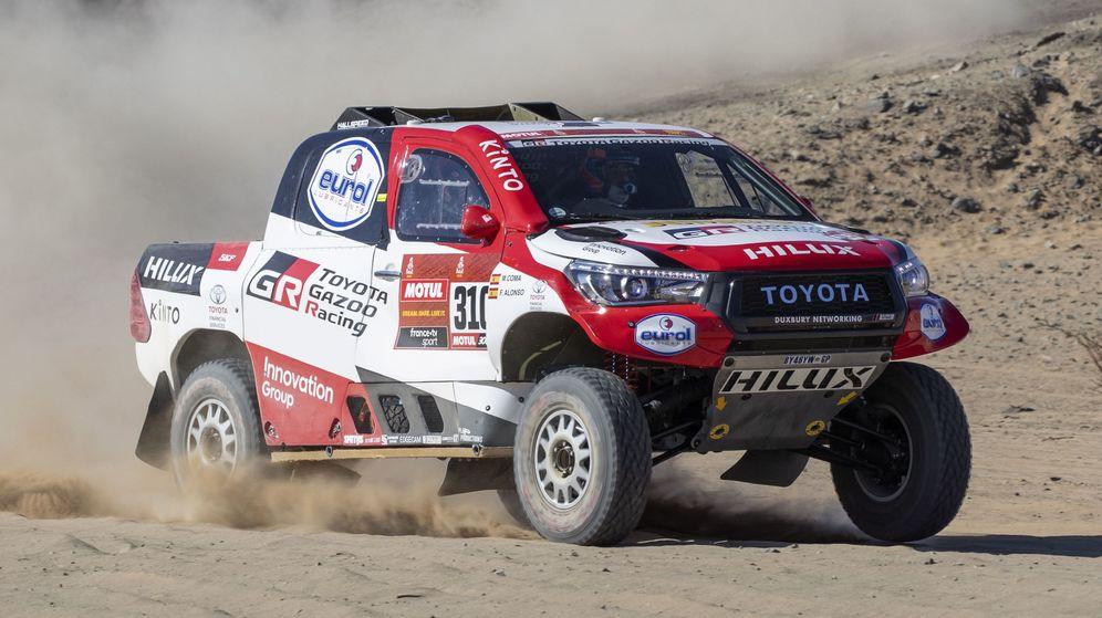 Foto: Fernando Alonso, durante la primera etapa del Dakar. (EFE)