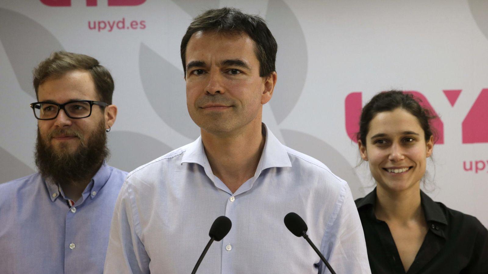 Foto: El candidato de UPyD a la Presidencia del Gobierno, Andrés Herzog (c). (EFE)