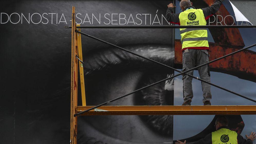 Foto: Un operario trabaja en San Sebastián (Efe)