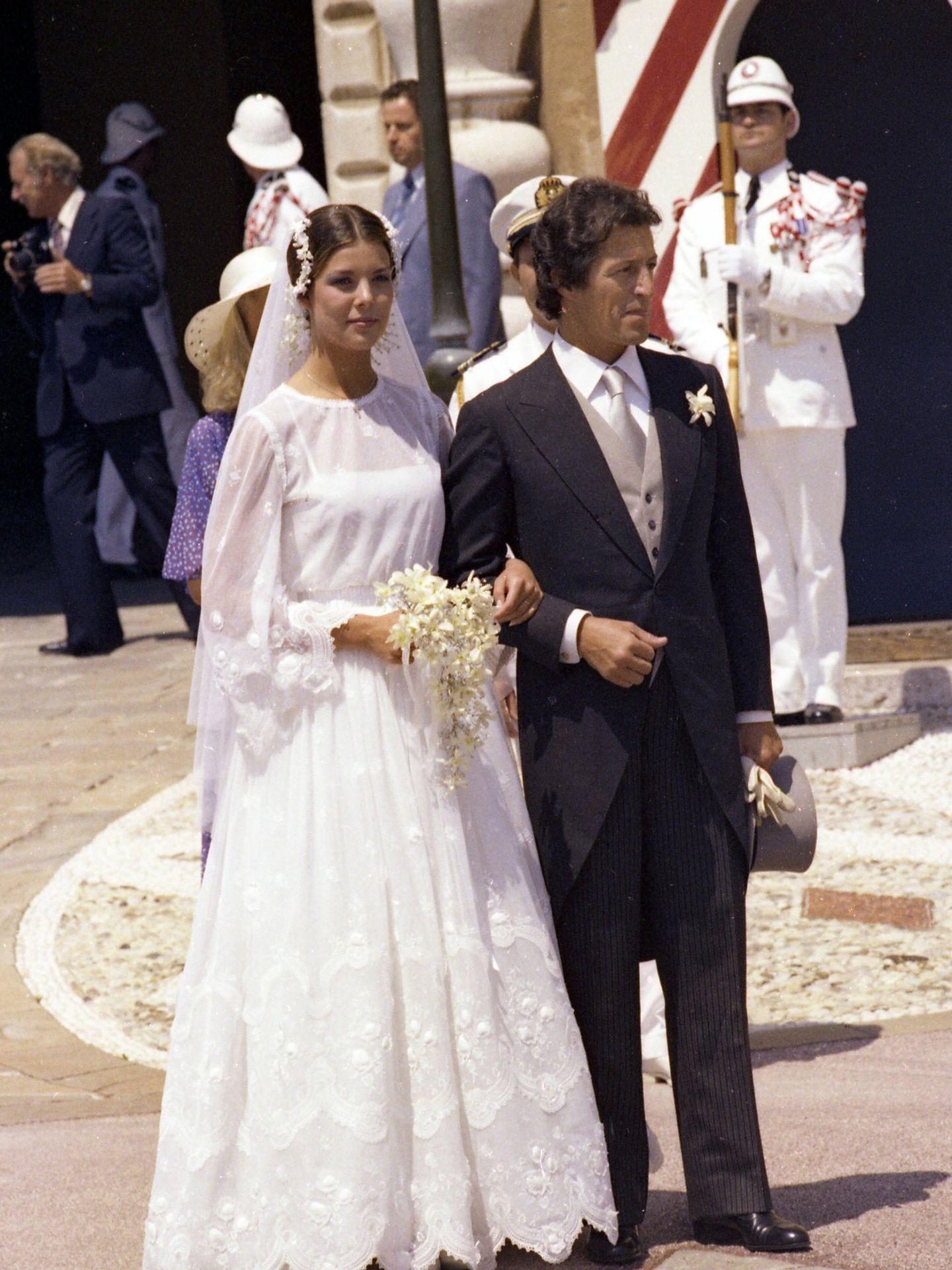 Carolina de Mónaco en su primera boda con Philippe Junot, en 1978. (Gtres)