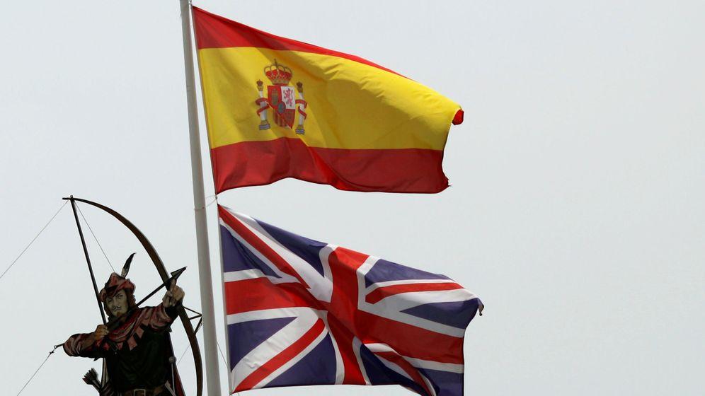 Foto: Banderas de Reino Unido y España. (Reuters)