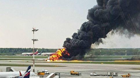 Al menos 41 muertos tras incendiarse un avión comercial en Moscú