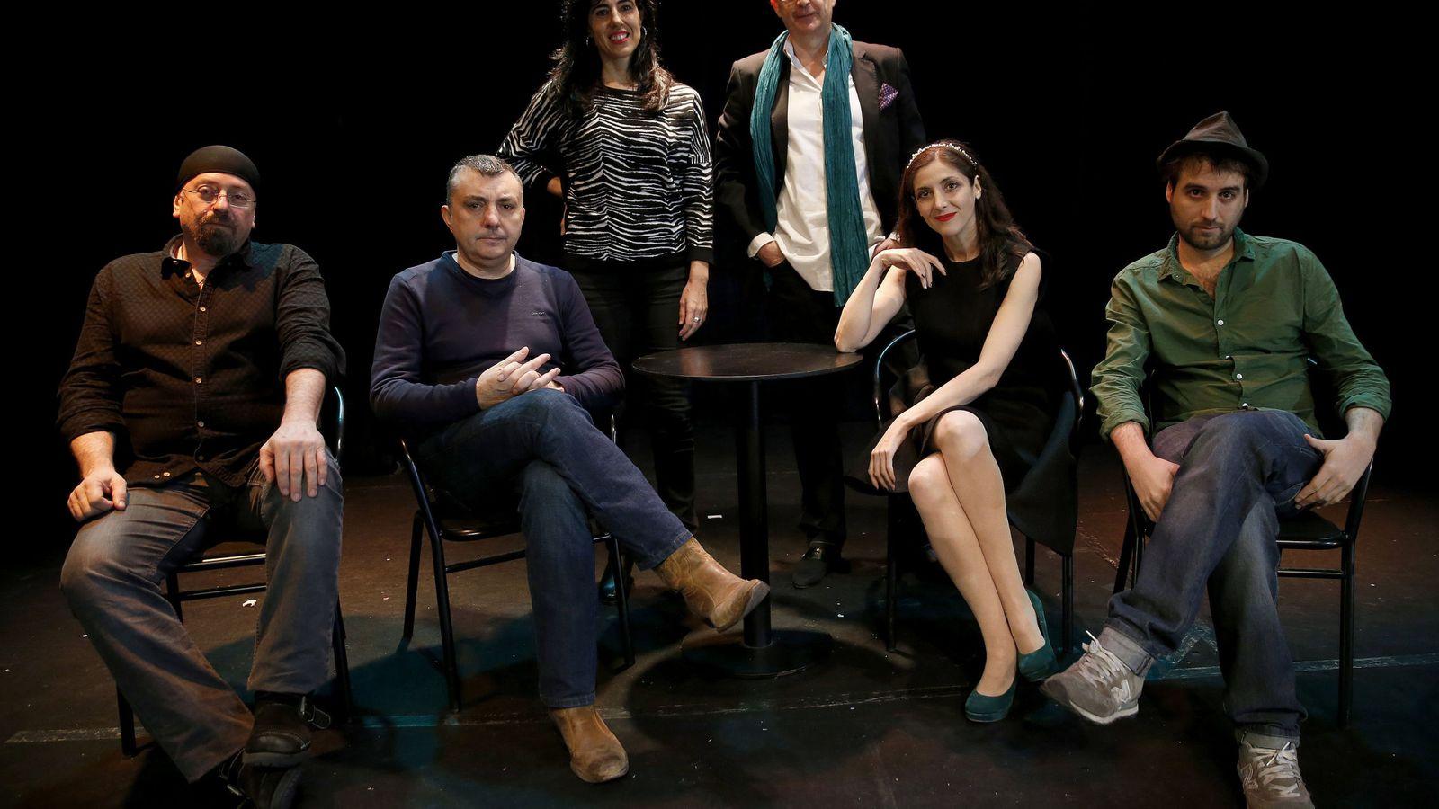 Foto: Carlos Salem, Manuel Vilas, Raquel Lanseros, Fernando Marías, Espido Freire y Escandar Algeet forman parte de Versex (Efe)
