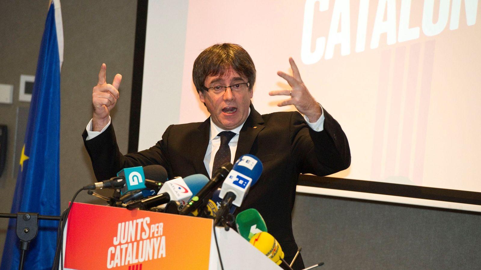 Foto: El expresidente de la Generalitat de Cataluña Carles Puigdemont, durante una rueda de prensa en Brujas, Bélgica. (EFE)