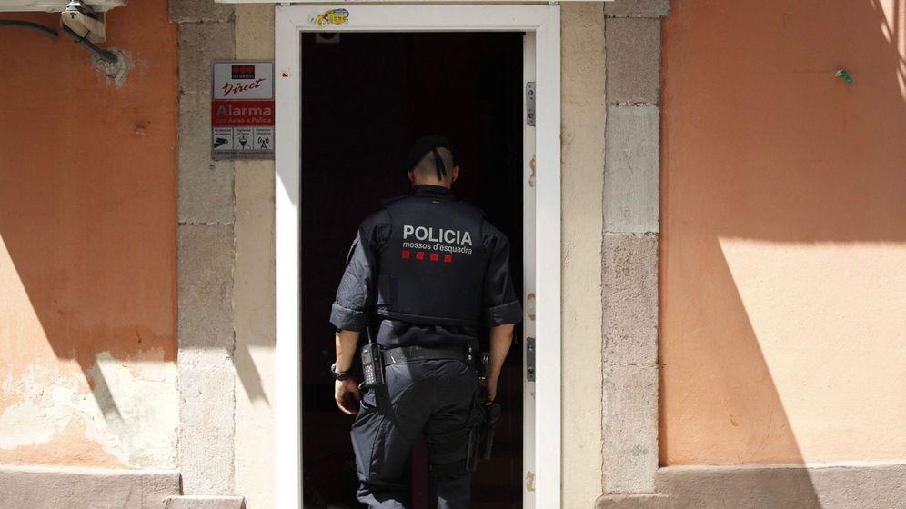Foto: Un agente de los Mossos en Barcelona. (EFE)