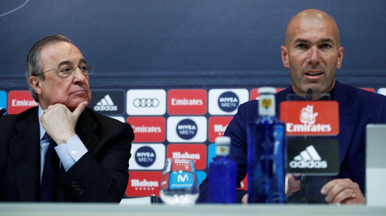Florentino Pérez y Zinédine Zidane, durante la rueda de prensa de despedida del francés. (Reuters)