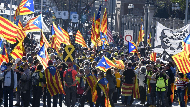 Decenas de esteladas en las calles de Madrid. (EFE)