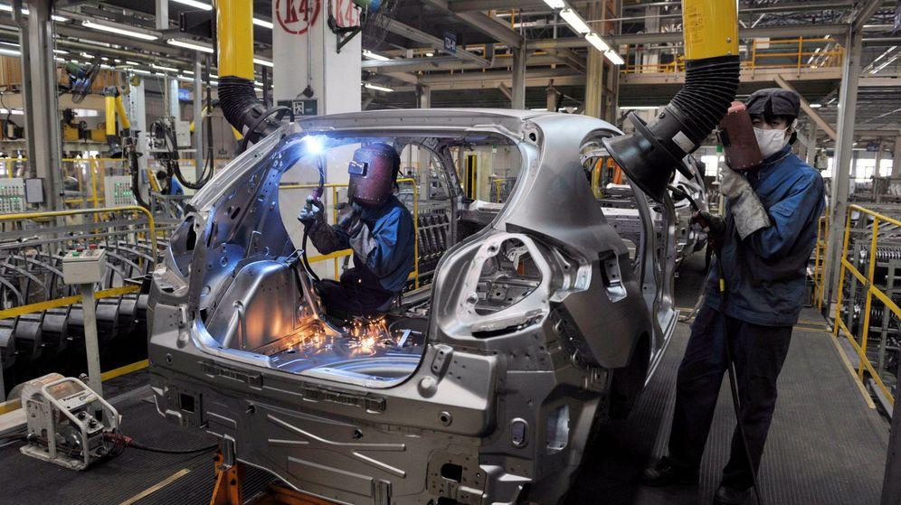 Foto: Foto de archivo de una fábrica de coches. (EFE)