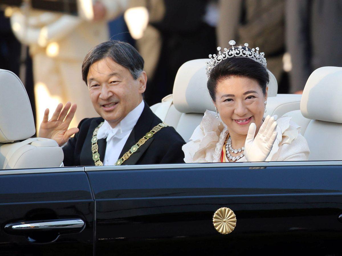Foto: Naruhito y Masako, durante el desfile. (EFE)