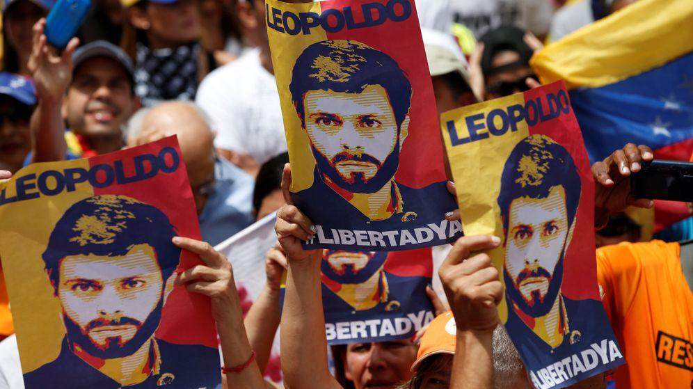 Foto: Carteles con el rostro del líder de la oposición venezolana, Leopoldo López. (EFE)