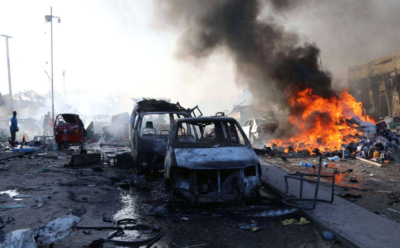 La explosión ha provocado edificios y coches calcinados (Reuters)