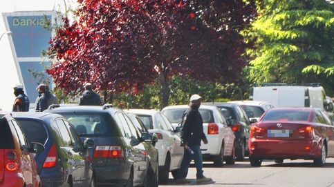 'Gorrillas' en Madrid: entre la coacción a los conductores y la supervivencia