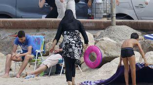 Viniste a la playa en burkini y me pusiste dura la tolerancia