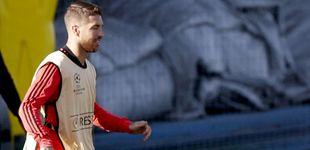 Post de Sergio Ramos pierde los nervios y le da dos pelotazos al canterano Reguilón